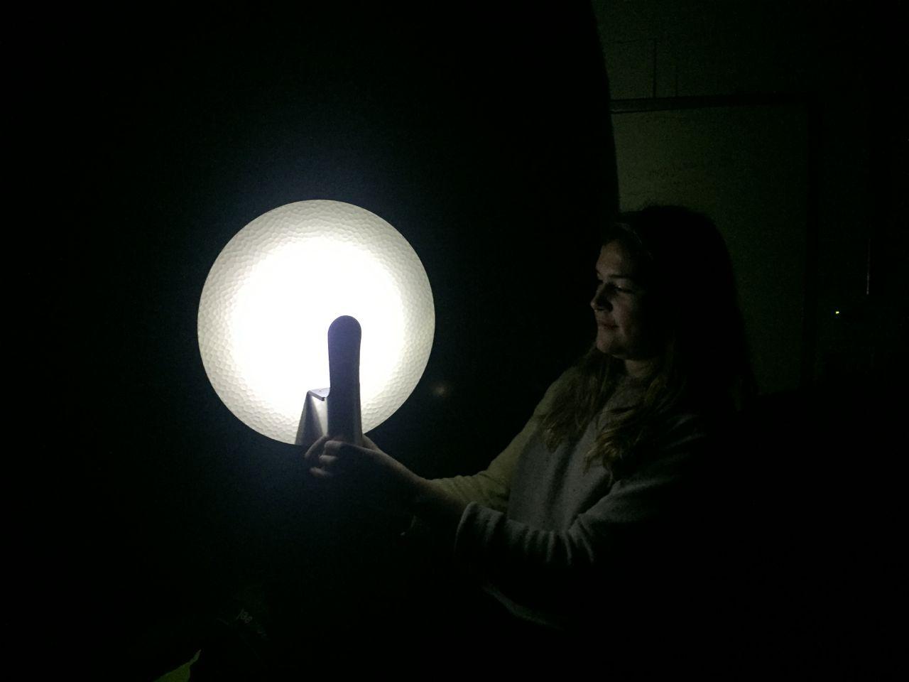 il sagit dune lampe nomme city lights orchestra device de son petit nom clod connecte et synchronise